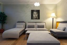 Гостиная. Бечичи, Черногория, Бечичи : Апартаменты Делюкс с 2 спальнями и балконом с видом на море