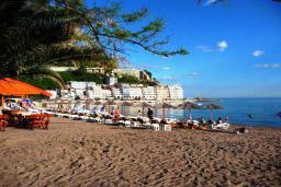 Ближайший пляж. Vila Raff 3* в Рафаиловичах