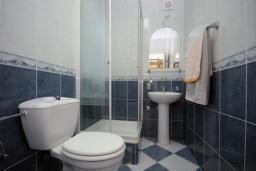 Ванная комната. Бечичи, Черногория, Бечичи : Трехместная студия с террасой (№2 Studio 02+1)