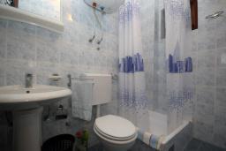 Ванная комната. Бечичи, Черногория, Бечичи : Апартамент с отдельной спальней и террасой (№3 APP 03)