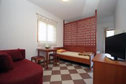 Студия (гостиная+кухня). Бечичи, Черногория, Бечичи : Трехместная студия с боковым видом на море (№5 Studio 03 SS)