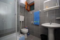 Ванная комната. Бечичи, Черногория, Бечичи : Трехместная студия с боковым видом на море (№5 Studio 03 SS)