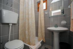 Ванная комната. Бечичи, Черногория, Бечичи : Трехместная студия с боковым видом на море (№6 Studio 02+1 SS)
