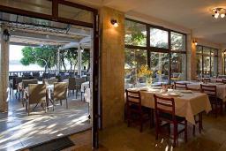 Кафе-ресторан. Poseidon 3* в Будве