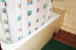 Будванская ривьера, Черногория, Петровац : Комната с холодильником