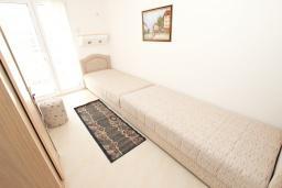 Спальня 2. Будванская ривьера, Черногория, Петровац : Апартаменты на 5 персон, 2 спальни, с видом на море
