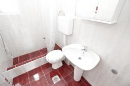 Ванная комната. Будванская ривьера, Черногория, Петровац : Апартаменты на 5 персон, 2 спальни, с видом на море