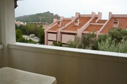 Вид. Будванская ривьера, Черногория, Петровац : Апартамент с балконом в 250 метрах от моря