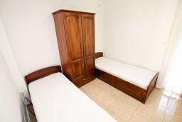 Спальня 2. Будванская ривьера, Черногория, Петровац : Апартаменты на 6-8 человек, 2 спальни, 2 балкона