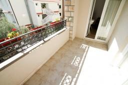 Балкон 2. Будванская ривьера, Черногория, Петровац : Апартаменты на 6-8 человек, 2 спальни, 2 балкона