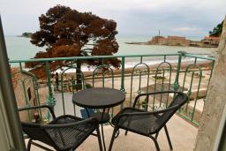 Вид на море. Будванская ривьера, Черногория, Петровац : Апартамент с видом на море, 10 метров от пляжа