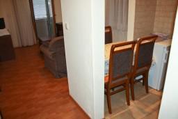 Гостиная. Будванская ривьера, Черногория, Петровац : Апартаменты на 4 персоны, 2 спальни, с видом на море, 10 метров от пляжа