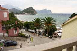 Вид на море. Будванская ривьера, Черногория, Петровац : Апартаменты на 4 персоны, 2 спальни, с видом на море, 10 метров от пляжа