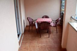 Терраса. Будванская ривьера, Черногория, Петровац : Апартамент с видом на море, 10 метров до пляжа