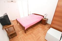 Спальня. Будванская ривьера, Черногория, Петровац : Апартаменты на 6+1 персон, 2 спальни, с видом на море