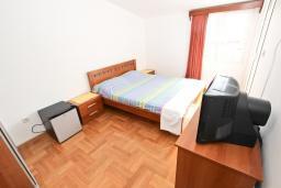 Спальня 2. Будванская ривьера, Черногория, Петровац : Апартаменты на 6+1 персон, 2 спальни, с видом на море