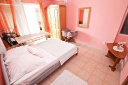Спальня 2. Рафаиловичи, Черногория, Рафаиловичи : Апартамент для 4-6 человек, с 2-мя отдельными спальнями, с балконом с видом на море