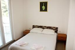 Спальня. Рафаиловичи, Черногория, Рафаиловичи : Апартамент в Рафаиловичи на втором этаже, 30 метров от пляжа