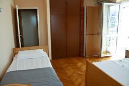 Студия (гостиная+кухня). Рафаиловичи, Черногория, Рафаиловичи : Студия с видом на море, 10 метров от пляжа