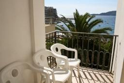 Балкон. Рафаиловичи, Черногория, Рафаиловичи : Студия с видом на море, 10 метров от пляжа