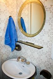 Рафаиловичи, Черногория, Рафаиловичи : Апартамент для 4 человек на набережной Рафаиловичи с большим балконом и шикарным видом на море