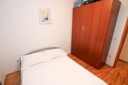 Спальня. Рафаиловичи, Черногория, Рафаиловичи : Апартамент с гостиной и спальней на 1 этаже с большой террасой