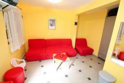 Студия (гостиная+кухня). Рафаиловичи, Черногория, Рафаиловичи : Студия на 1 этаже в 150 метрах от песчаного пляжа в Рафаиловичах