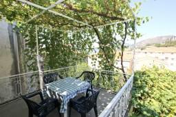 Терраса. Рафаиловичи, Черногория, Рафаиловичи : Апартамент с видом на море, 70 метров от пляжа