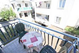 Балкон. Будванская ривьера, Черногория, Рафаиловичи : Студия с балконом в 15 метрах от моря