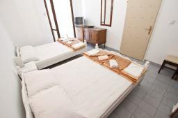 Студия (гостиная+кухня). Будванская ривьера, Черногория, Рафаиловичи : Студия на 4 персоны, 15 метров от пляжа