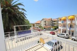 Вид. Рафаиловичи, Черногория, Рафаиловичи : Апартамент с частичным видом на море, 50 метров от пляжа