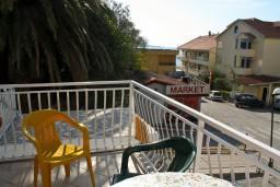 Вид на море. Рафаиловичи, Черногория, Рафаиловичи : Апартамент с частичным видом на море, 50 метров от пляжа