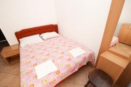 Спальня 2. Рафаиловичи, Черногория, Рафаиловичи : Апартаменты на 4-5 персон с видом на море, 2 спальни, 50 метров от пляжа