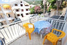 Балкон. Рафаиловичи, Черногория, Рафаиловичи : Апартаменты на 4-5 персон с видом на море, 2 спальни, 50 метров от пляжа
