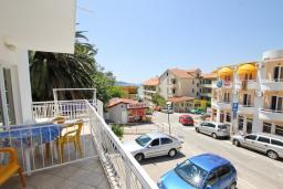 Вид. Рафаиловичи, Черногория, Рафаиловичи : Апартаменты на 4-5 персон с видом на море, 2 спальни, 50 метров от пляжа