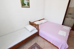 Студия (гостиная+кухня). Будванская ривьера, Черногория, Рафаиловичи : Студия с видом на море, 50 метров от пляжа