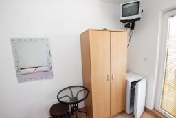 Гардеробная / шкаф. Будванская ривьера, Черногория, Рафаиловичи : Студия с видом на море, 50 метров от пляжа
