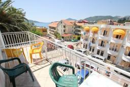 Вид на море. Будванская ривьера, Черногория, Рафаиловичи : Студия с видом на море, 50 метров от пляжа