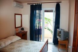 Студия (гостиная+кухня). Будванская ривьера, Черногория, Бечичи : Студия в Бечичи с балконом