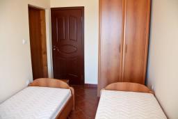 Спальня. Бечичи, Черногория, Бечичи : Большой апартамент 45м2 с джакузи, огромным балконом-террасой с неповторимым видом на море и Рафаиловичи