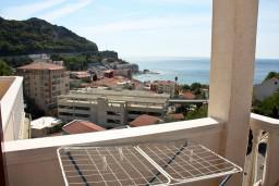 Вид на море. Бечичи, Черногория, Бечичи : Большой апартамент 45м2 с джакузи, огромным балконом-террасой с неповторимым видом на море и Рафаиловичи
