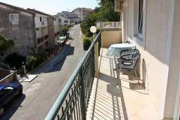 Балкон. Бечичи, Черногория, Бечичи : Люкс апартамент 2 спальни 90м2 в Бечичи, 2 ванные комнаты