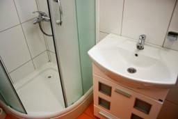 Ванная комната. Бечичи, Черногория, Бечичи : Студия в 250 метрах от моря