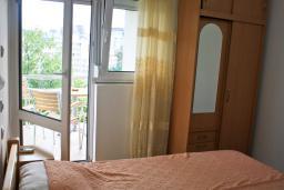 Спальня. Бечичи, Черногория, Бечичи : Апартамент на первом этаже в Бечичи