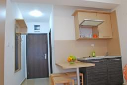 Кухня. Бечичи, Черногория, Бечичи : Студия в Бечичи с видом на море