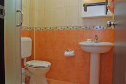 Ванная комната. Бечичи, Черногория, Бечичи : Студия в Бечичи с видом на море