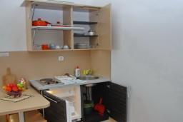 Кухня. Бечичи, Черногория, Бечичи : Студия с балконом с видом на море