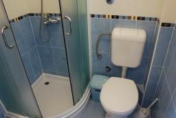 Ванная комната. Бечичи, Черногория, Бечичи : Студия в Бечичи в 200 метрах от моря