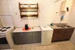 Кухня. Бечичи, Черногория, Бечичи : Апартаменты на 6 персон, 2 отдельные спальни