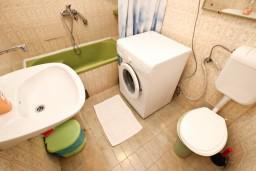 Ванная комната. Бечичи, Черногория, Бечичи : Апартаменты на 6 персон, 2 отдельные спальни